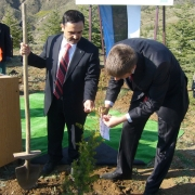 Director General from Ministry of Environment and Forestry of Turkey Hanifi Avci and Estonian ambassador Märt Volmer planting trees, found on https://www.flickr.com/photos/estonian-foreign-ministry/2454366274/