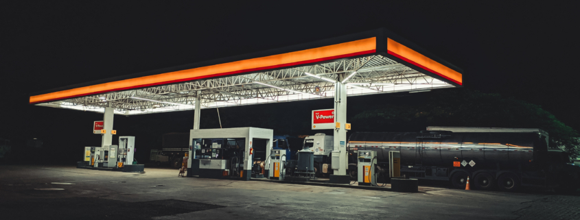 gas station by sergio souza on pexels
