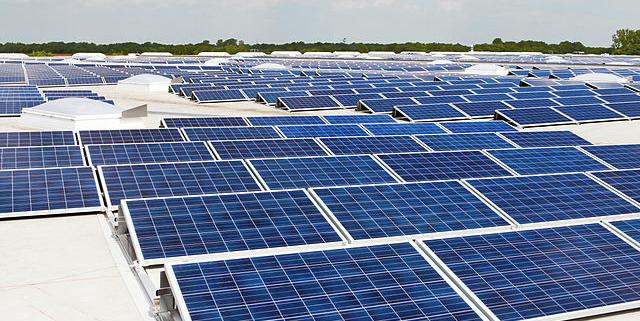 Photovoltaik_Dachanlage_Hannover_-_Schwarze_Heide_-_1_MW by AleSpa